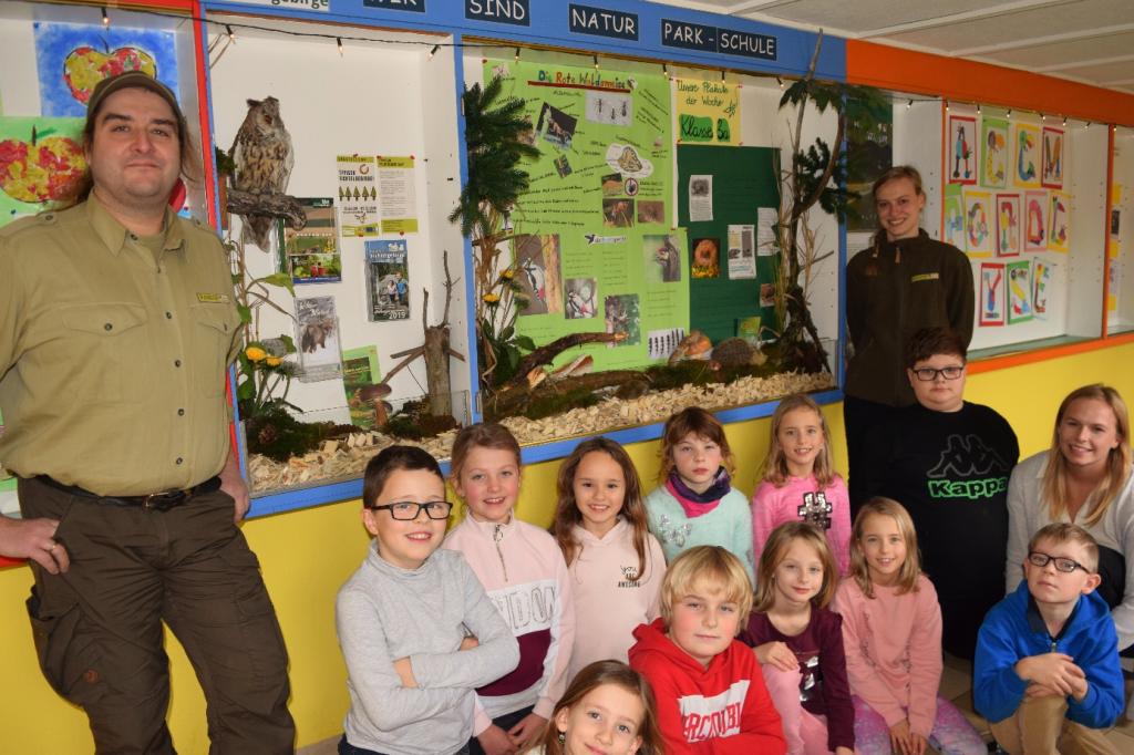 Die Klasse 3a der Kösseine-Grundschule Tröstau-Nagel mit ihrer Klassenlehrerin und den Rangern des Naturparks Fichtelgebirge.