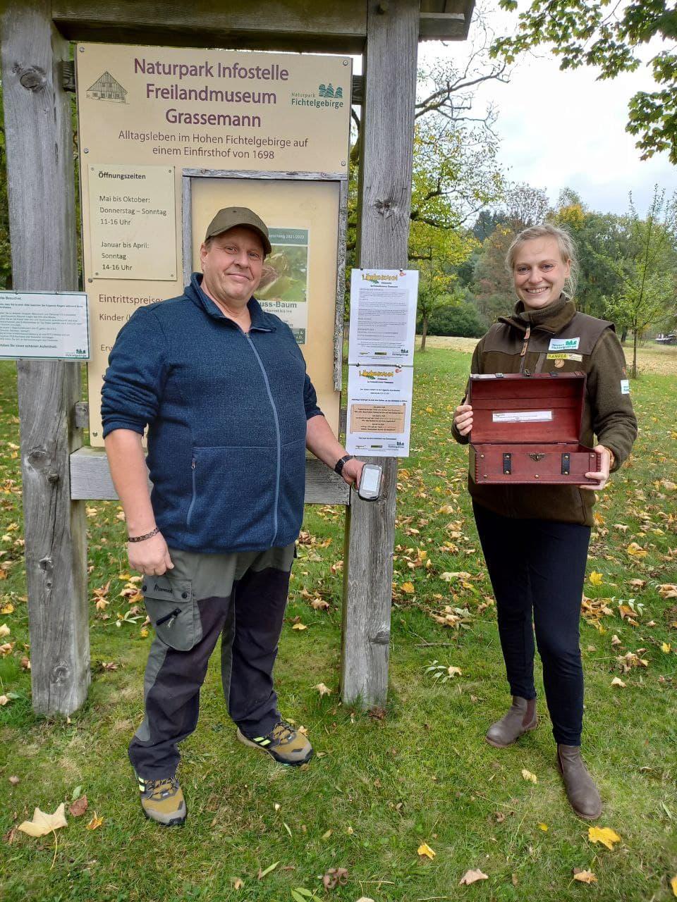 Löwenzahn und ZDF im Naturpark Fichtelgebirge zum gemeinsamen Geocaching